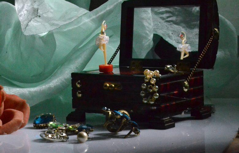 Jewelry box accessories